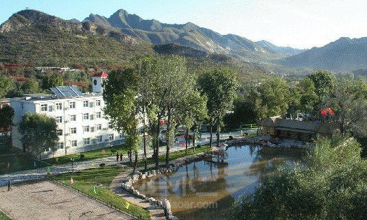 度假村位于北京石花洞aaaa级自然旅游风景区内.