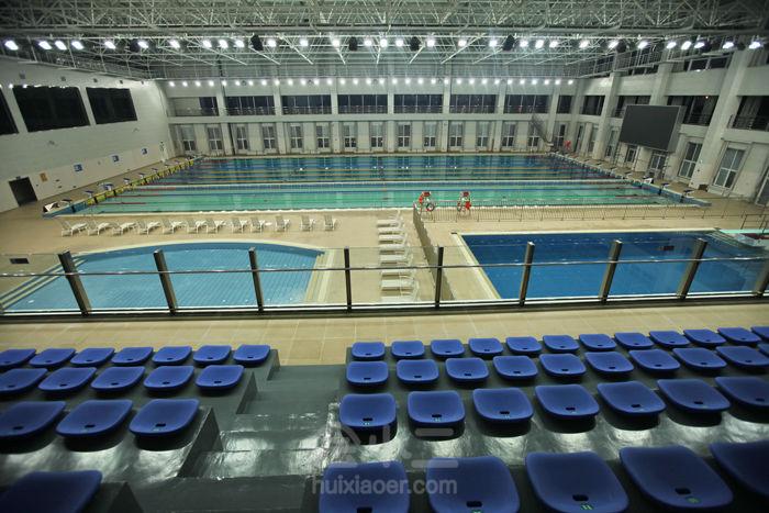 是温泉体育中心酒店的特色,健身中心内设室内篮球馆,乒乓球馆,网球馆