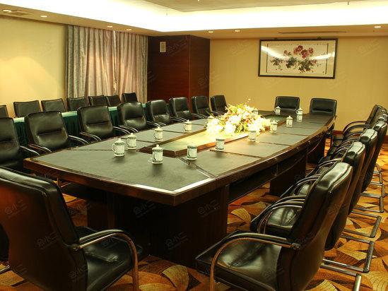 餐厅 餐桌 会议室 家具 装修 桌 桌椅 桌子 549_412