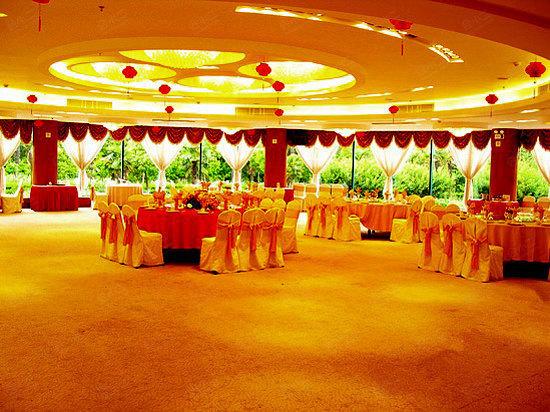九硕宴会厅面积达510平米,可容400人.