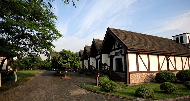 太阳岛度假村拥有453单元北欧风情的度假别墅,可满足贵宾的不同
