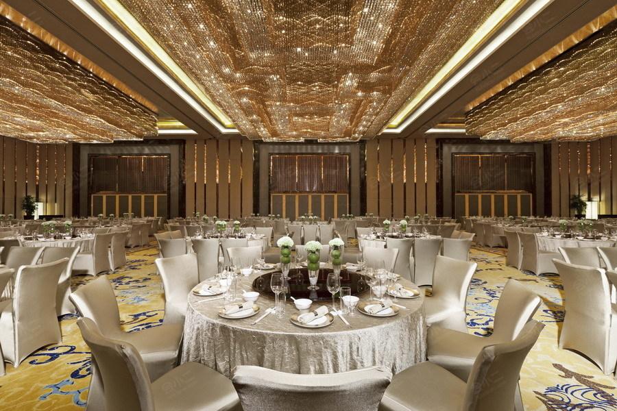 """与素有""""湖北中南海""""之称的武汉东湖宾馆两桥相连,相辅相成,足以充分"""
