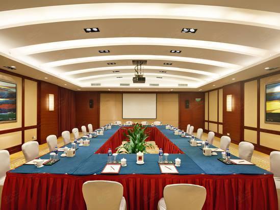鱼骨式 岛屿式 65 65 60 - 54 - - - - 查看档期 多功能厅 会议室面积