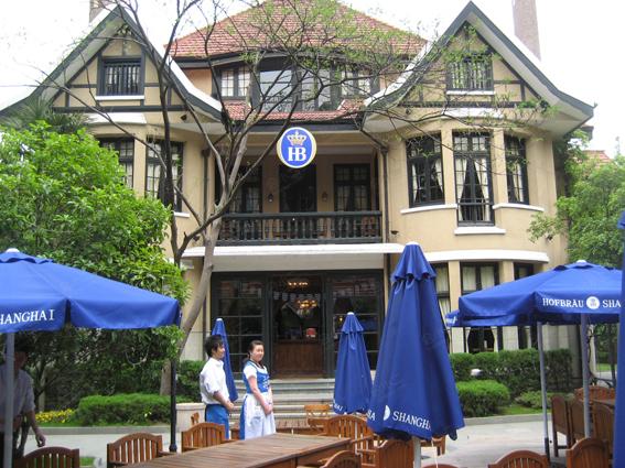 餐厅外观为欧式尖顶风格